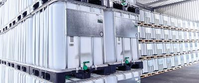De IBC container voor opslag en vervoer van vloeistoffen